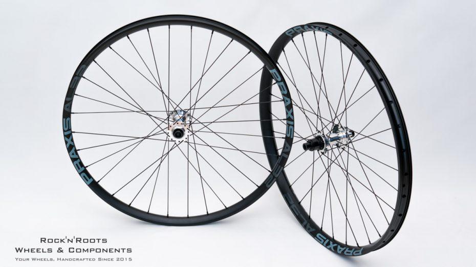 "27.5"" PraxisWorks AL32 (asymmetrisch) / DT Swiss 350 Custom Polished / Sapim Race + Laser CrossMix / 1800g"