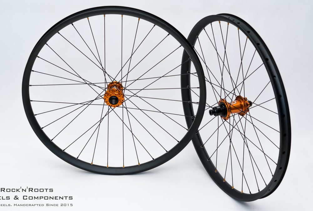 "27.5"" DT Swiss FR560 / Industry Nine Hydra / Sapim Race / 2040g"