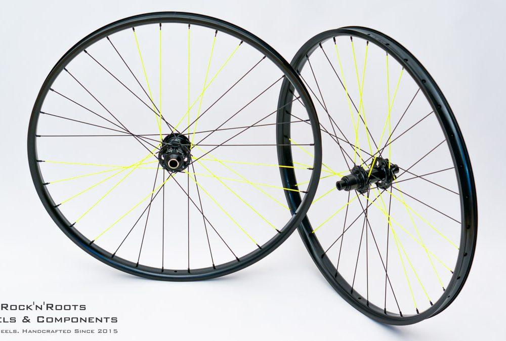 "27.5"" NoTubes Flow MK3 / DT Swiss 240 / Sapim D-Light (Custom Paint) / 1709g"